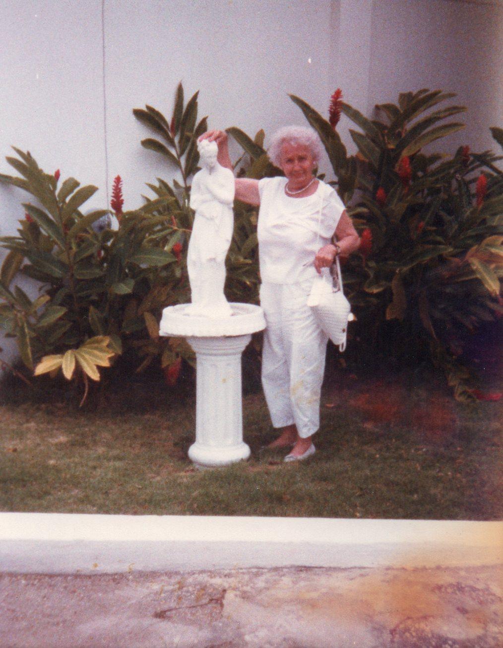 grandma in jamaica002